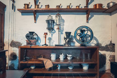 Каунас, Литва - 12-ое мая 2017: оборудование apothecary в музее медицины стоковое фото