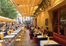 Кафе ван Гог на Месте du Форуме в Arles Франция Провансаль стоковые фото