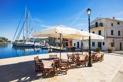 Кафе в городке Gaios, острове Paxos, Греции Стоковые Изображения