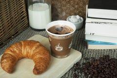 Кафе и книги в утре Стоковая Фотография
