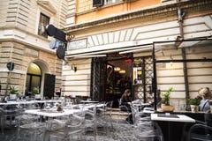 Кафе как раз с дизайнерской улицы Condotti в Риме Италии Стоковые Изображения RF