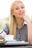 кафе коммерсантки напольное Стоковое Изображение RF
