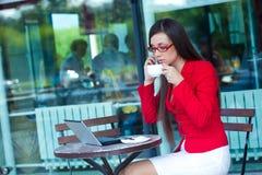 кафе коммерсантки outdoors Стоковые Изображения RF