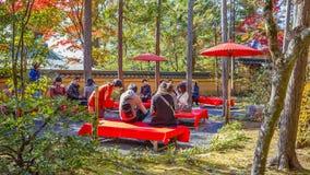 Кафе на открытом воздухе на виске Kinkaku-ji в Киото Стоковое Изображение