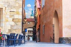 Кафе улицы в старой городской площади перед домом на ston стоковые фото