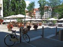 Кафе улицы в Любляне припаркованный bike Стоковые Изображения RF