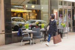 Кафе улицы в Хельсинки, Финляндии Стоковое Изображение