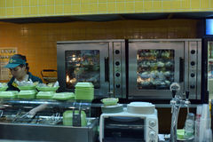 Кафе цепи фаст-фуда меньшая картошка стоковые изображения rf