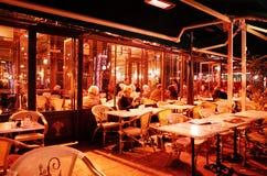 Кафе garçons deux Les на улице Mirabeau, AIX-en-Провансали, ФРАНЦИИ стоковое фото