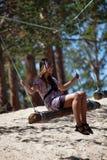 качание веревочки журнала девушки Стоковая Фотография RF