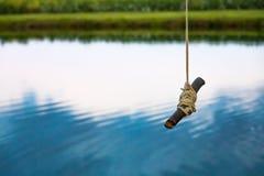 Качание веревочки пруда Стоковая Фотография