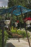 Качание лета украшенное с цветками 2 Стоковая Фотография