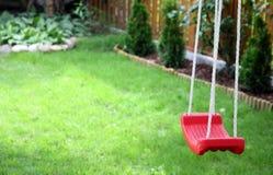 качание зеленого цвета травы s ребенка Стоковое Изображение RF