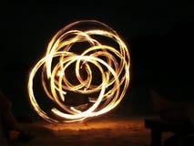Качание Juggler огня полностью Стоковое фото RF