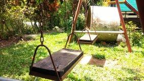 Качания в зеленом саде Стоковое фото RF