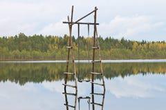 Качания над водой стоковое фото rf
