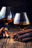 качественные сигары и коньяк Стоковое фото RF