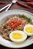 Каша гречихи с перцем вареного яйца и chili Стоковые Изображения RF