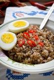 Каша гречихи с перцем вареного яйца и chili Стоковое фото RF