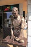 кашевар делая торты ананаса Стоковые Фотографии RF