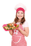 Кашевар маленькой девочки с буррито на плите Стоковое Изображение RF