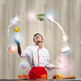 Кашевар на кухне стоковое фото