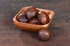 Каштаны в деревянном шаре Стоковая Фотография RF