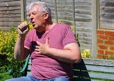 Кашлять, холода, инфлуенза или курильщики кашляют конец вверх Стоковые Изображения RF