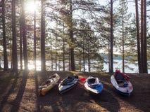 Каяки на береге озера Стоковое Изображение RF