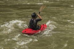 Каяки на реке Dunajec с мужчиной стоковое изображение