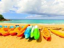 Каяки на тропическом пляже Стоковое фото RF