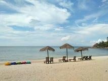 Каякы на пляже стоковые фотографии rf
