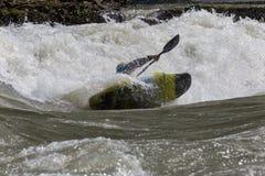 Каяк в whitewater Стоковая Фотография RF