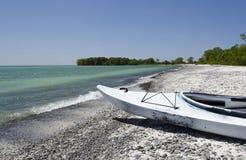 Каяк на бечевнике Lake Ontario Стоковые Фотографии RF