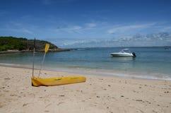 Каяк на пляже Стоковые Изображения