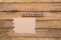 Календарный месяц -го сентябрь - в деревянных печатных буквах с handmade Стоковая Фотография RF