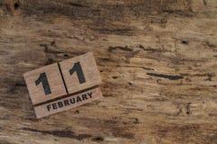 Календарь куба на февраль на деревянной предпосылке Стоковая Фотография
