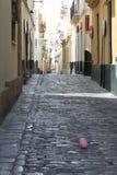 Кадис, узкая улица Стоковая Фотография