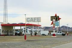 Калифорния, мотель и кафе ` s Роя подписывают стоковое фото