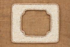 2 кадра сделанного веревочки с зернами риса на дерюге Стоковое Фото