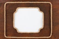 Кадр 2 веревочки с белой предпосылкой, лож на деревянном surfa Стоковые Фотографии RF