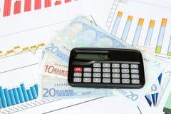 Калькулятор и евро на диаграммах Стоковые Фотографии RF