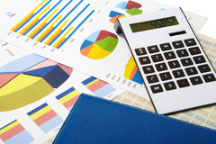Калькулятор и диаграммы на предпосылке дела Стоковое Изображение RF