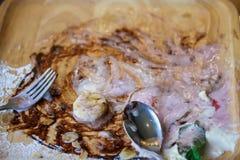 Квадратная деревянная плита грязна после вкусно вкуса стоковая фотография rf
