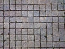 Квадратные серые плитки на поле или стене Ржавые серые wi предпосылки Стоковые Фотографии RF