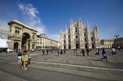Квадрат купола Милана с туристами. Италия Стоковые Фото
