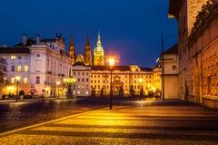 Квадрат ночи в старом городке в зоне замка Праги взгляд городка республики cesky чехословакского krumlov средневековый старый Стоковое Фото