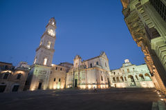 квадрат ночи lecce Италии apulia главным образом стоковые фотографии rf