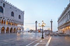 Квадрат Сан Marco, никто в раннем утре в Венеции, Италии стоковое изображение rf