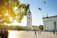 Квадрат собора, главная площадь городка Вильнюса старого, Вильнюс, Литва Стоковые Фото